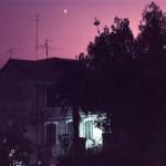 Luigi Ghirri, Scorcio notturno di abitazione, 1984